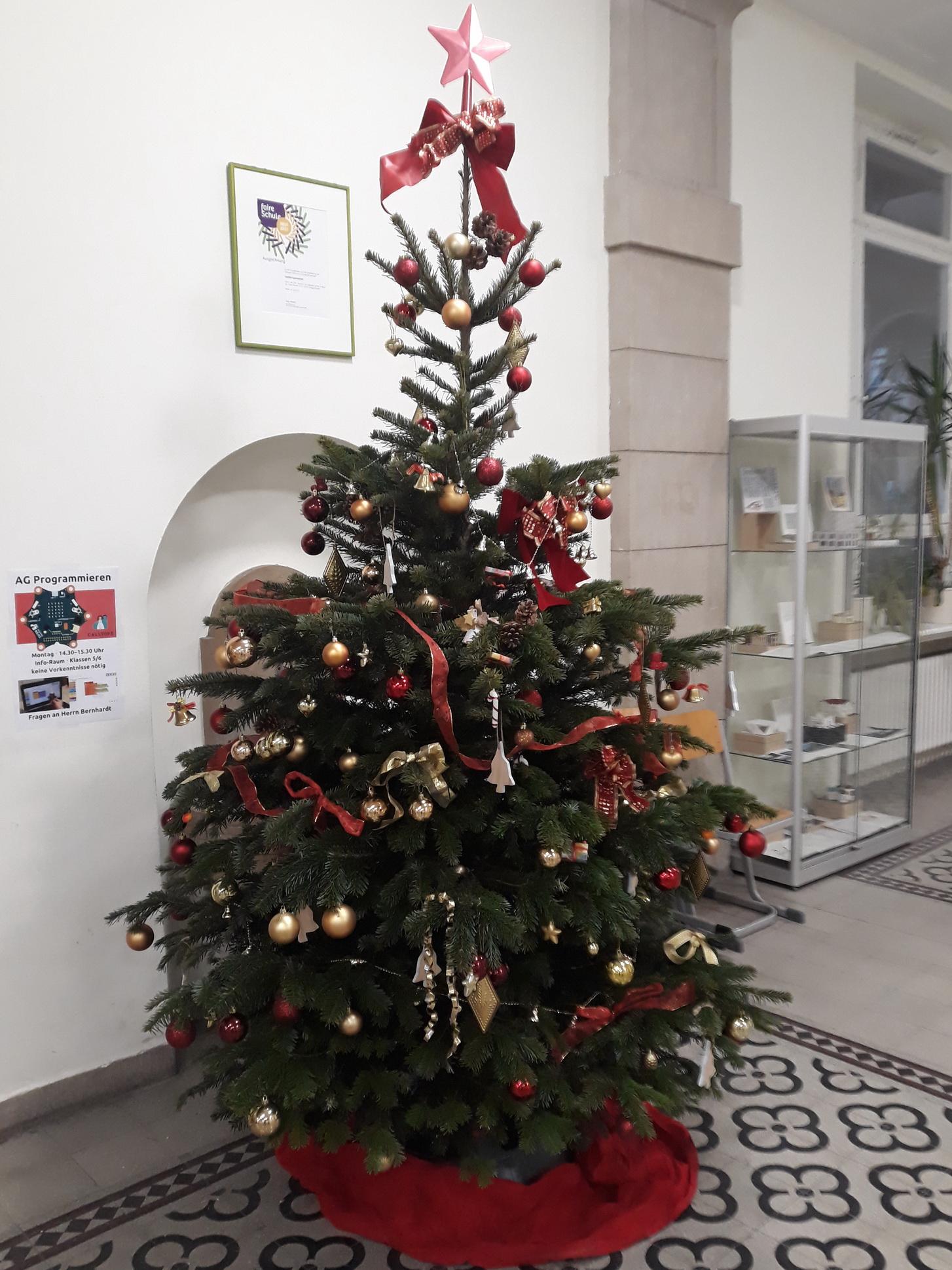 Weihnachtsbaum im Foyer
